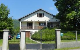 Maison indépendante située à proximité du barrage et du lac de Vouglans, de la base nautique de B...