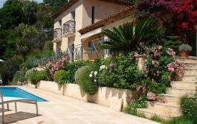 L'Orchidée est une luxueuse maison de vacances, située sur le flanc d'une colline de Mandelieu (P...