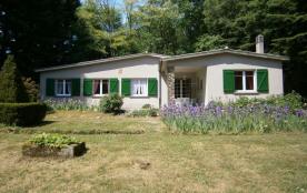 Maison de plain pied indépendante dans un cadre forestier agréable, au calme dans le Parc Régional du Haut Languedoc ...