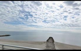 DIRECTEMENT SUR LA PLAGE de Palavas, Beau T2 en première ligne, refait à neuf, tout équipé, les pieds dans le sable.