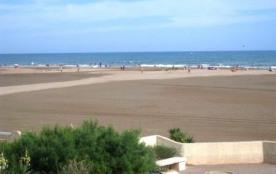 Appartement 2 pièces mezzanine de 38 m² environ pour 6 personnes, située en bord de plage et 200 ...