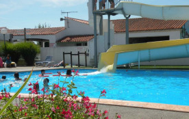 Camping à caractere familial, Plage à 800 m. Animations, bar, piscine, toboggan aquatique !