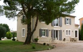 Les Piboules est situé près de Maillane. La maison fait partie d'une propriété de 4.000m². Il y a...