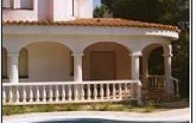 Confortable villa profitant de sa piscine privée.