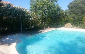 Maison provençale de caractère, piscine, à 5 mn à pied de la mer