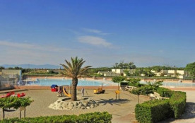 Le village de vacances « Les Portes du Roussillon » situé directement sur la plage vous accueille...