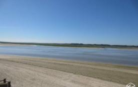la vue de l'appartement: la plage à perte de vue : pas de route et le calme a...