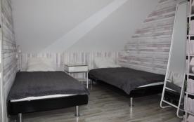 Chambre 2   lit B & C   90 x 190