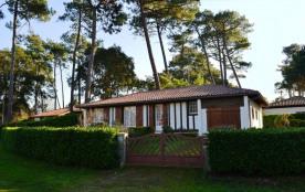 Villa de 80 m² environ pour 6 personnes, situé à 2000 m des plages et à 300 m des commerces, le q...