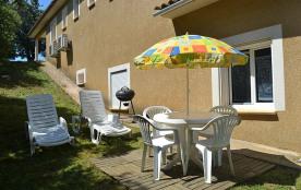 Jardin, avec salon, barbecue, chaises longues