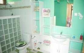 salle de bain du gîte goyave
