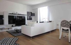 APPARTEMENT DE CHARME 80 m2 DEAUVILLE FACE HOTEL NORMANDY