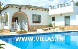 Villa DV Kent - Villa attrayante et de grande capacité qui s'intègre dans un grand jardin entrete...