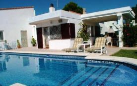 Location d'une villa à Ametlla de mar avec piscine proche de la plage  rosa