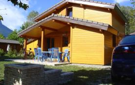 Chalet double étage dans un camping en bordure du lac d'Annecy