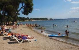 Vous passerez vos vacances en mobil-home 1 chambre du camping Marina Plage. Très confortable, le mobil home O'Hara 50...
