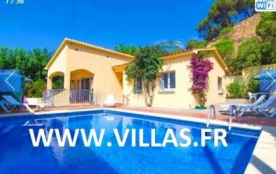 Jolie villa avec piscine privée située dans l'urbanisation tranquille de Roca Grossa à Lloret de ...