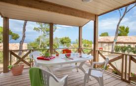 Le camping du Camp du Domaine vous propose des locations de bungalows, en bord de mer.