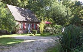 Le Petit Moulin - Cette petite maison construite vers 1817 comme le moulin à eau dont elle dépend...