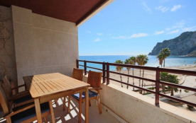 2BD Beachfront - Stunning Sea Views, 2 Pools, Direct Access to the Beach