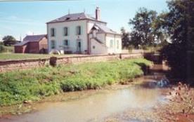 Maison indépendante sur 3 niveaux au bord de la rivière privative sur 500 m.