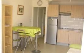Dans résidence neuve, appartement 2 pièces avec piscine et accès direct plage.