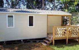 Mobil-home Loggia Compact (1 à 4 personnes) - Camping avec piscine, chien accepté en laisse, anim...