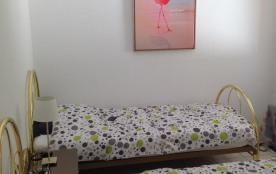 chambre enfants (2 lits simples) fenêtre vue jardin