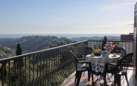 Bel appartement ensoleillé 60m2, très belle vue mer et collines  avec grand balcon, accés par séjour et cuisine 30m2