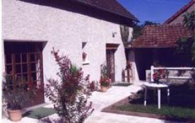 Maison située au calme et au bord du Canal Latéral à la Loire (50 mètres).