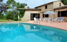 Belle villa en pierre avec piscine privative, au calme