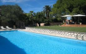 Belle villa de charme sur les hauteurs à Antibes dans les Alpes-Maritimes sur la Côte-d'Azur