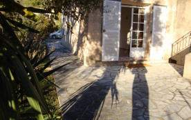 Loue F2 (36m2) en rez de Villa AGAY (Saint-Raphael)