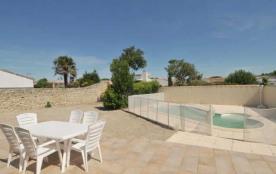 Villa avec piscine 6 personnes.
