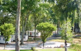 Le camping propose 10 mobil homes tous identiques. Formule idéale et capacité intéressante de cou...