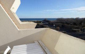 Location vacances : 2 pièces cabine 6 couchages au deuxième étage en accès direct à la plage.