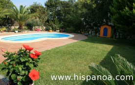 Récente villa située dans un quartier résidentiel et tranquille.