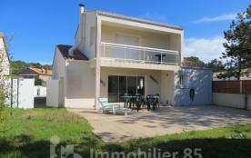 Maison individuelle en bordure de dune, quartier calme, Plage à 100 m, Pain à 450 m Commerces à 2...
