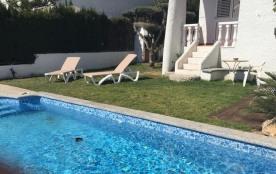 Location villa pour 8 personnes, avec jardin, piscine et parking privé, Alcanar Platja (Tarragona...