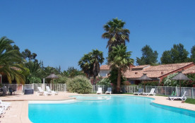 Villas ou Résidence piscines plage à 1km proche de Porto vecchio possible location voiture,  jeep et minibus.
