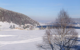 vue sur le lac des Rousses en hiver