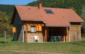 Chalet Loisir tout confort. Dans un hameau de 20 chalets loisirs, sur une base de loisirs de 23 ha avec lac de 9 ha e...