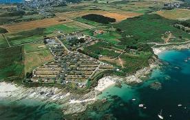 Le camping des sables rouges île de Groix Bretagne Sud dispose pour votre hébergement de mobil ho...