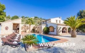 Villa AB Fan - Superbe villa très joliment décorée dans un style rustique, avec murs de briques e...