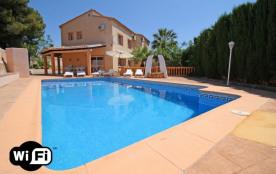 Los Pinos, Bellavista, villa à Calpe qui possède 5 chambres et capacité pour 11 personnes.
