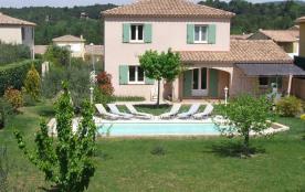 Villa dans quartier résidentiel avec piscine privée