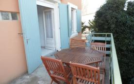 Location vacances : 2 pièces 4/5 couchages au premier étage à proximité des commerces.