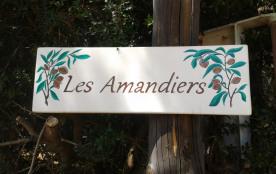 le panneau d'accueil à l'entrée de la propriété