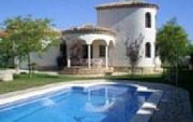 Villa individuelle et confortable située à 1.5km de la mer.