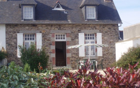 Bretagne, bord de mer maison en pierre au calme à Paimpol toute l'année